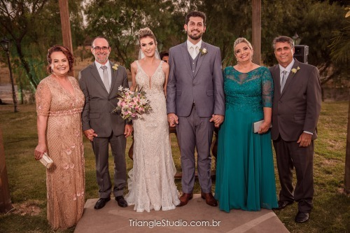 Casamento em Divinópolis de Júlia e Thales - Vestido Zephora Alta Costura - Foto Triangle Studio