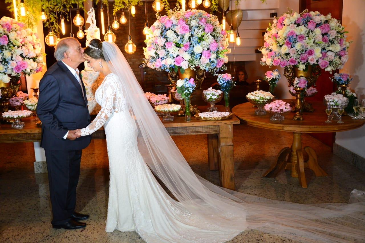Casamento no Espaço Nobre Casa Festas em Divinópolis de Débora e Adilson - Vestido Zephora Linha Premium - M&A Foto e Vídeo